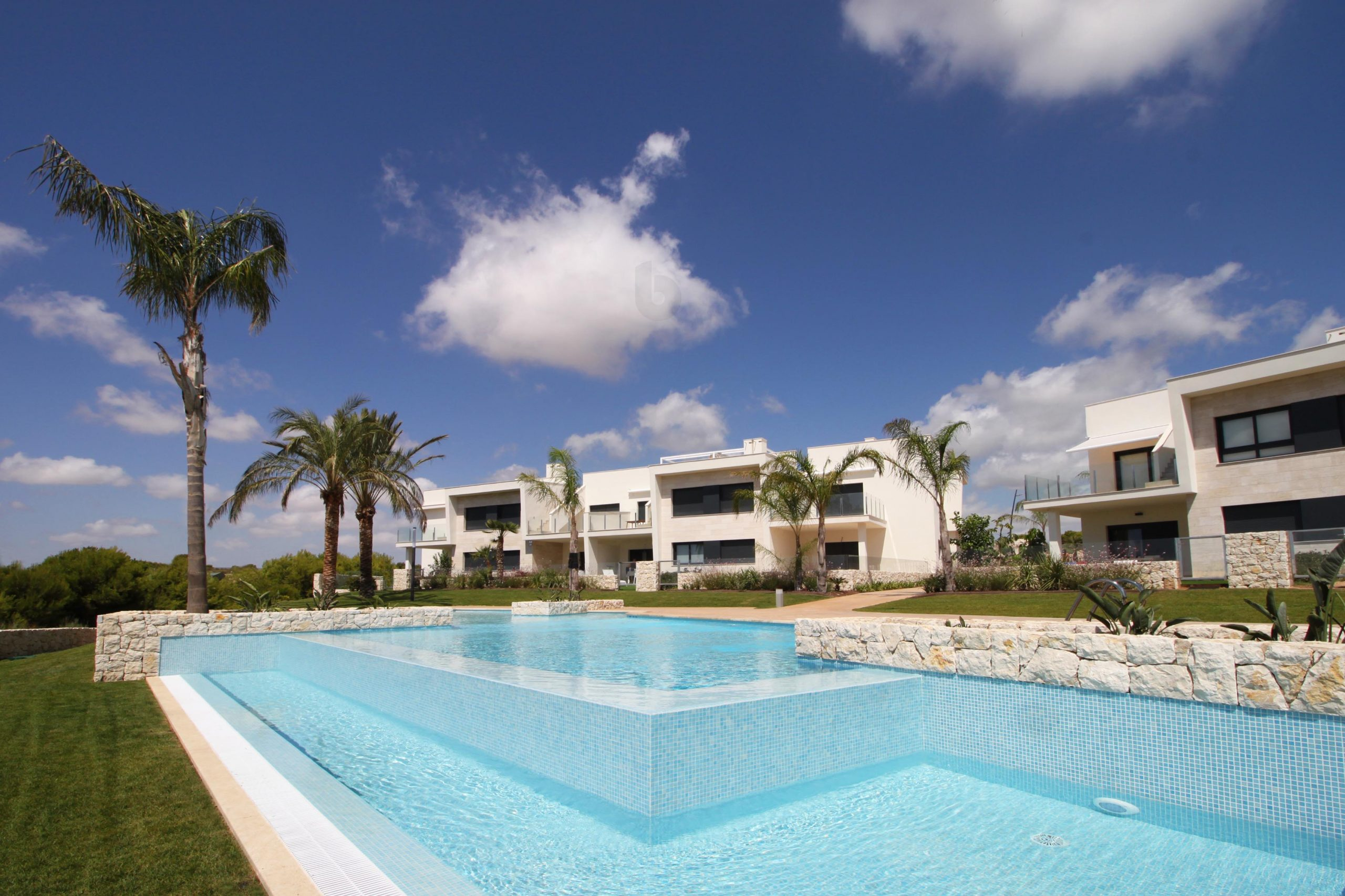 Newly built apartments with frontline golf views in Lo Romero Golf Resort, Alicante