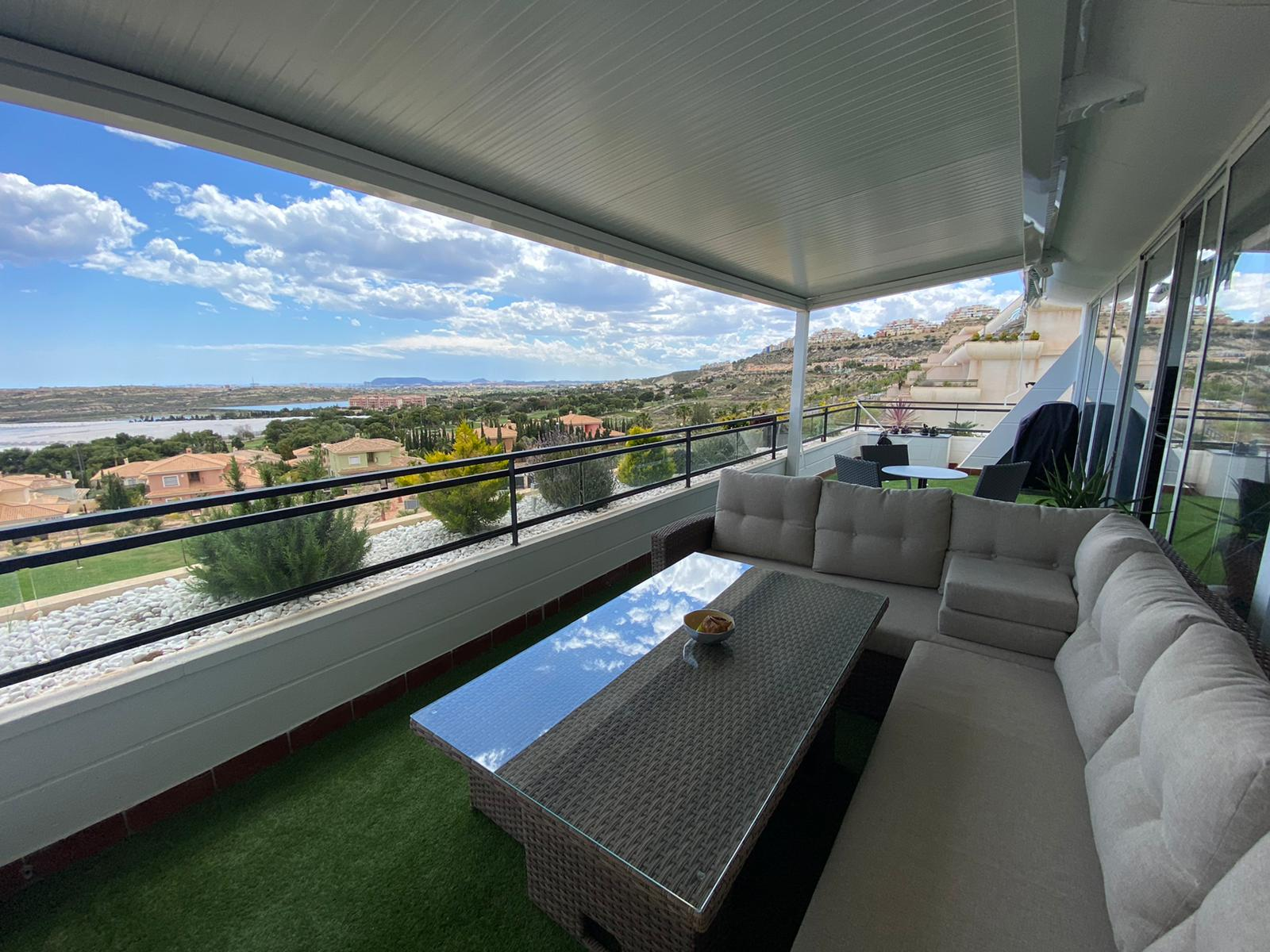 Fantastic 2 bedroom penthouse for sale in Bonalba Golf Resort (20 mins from Alicante airport)