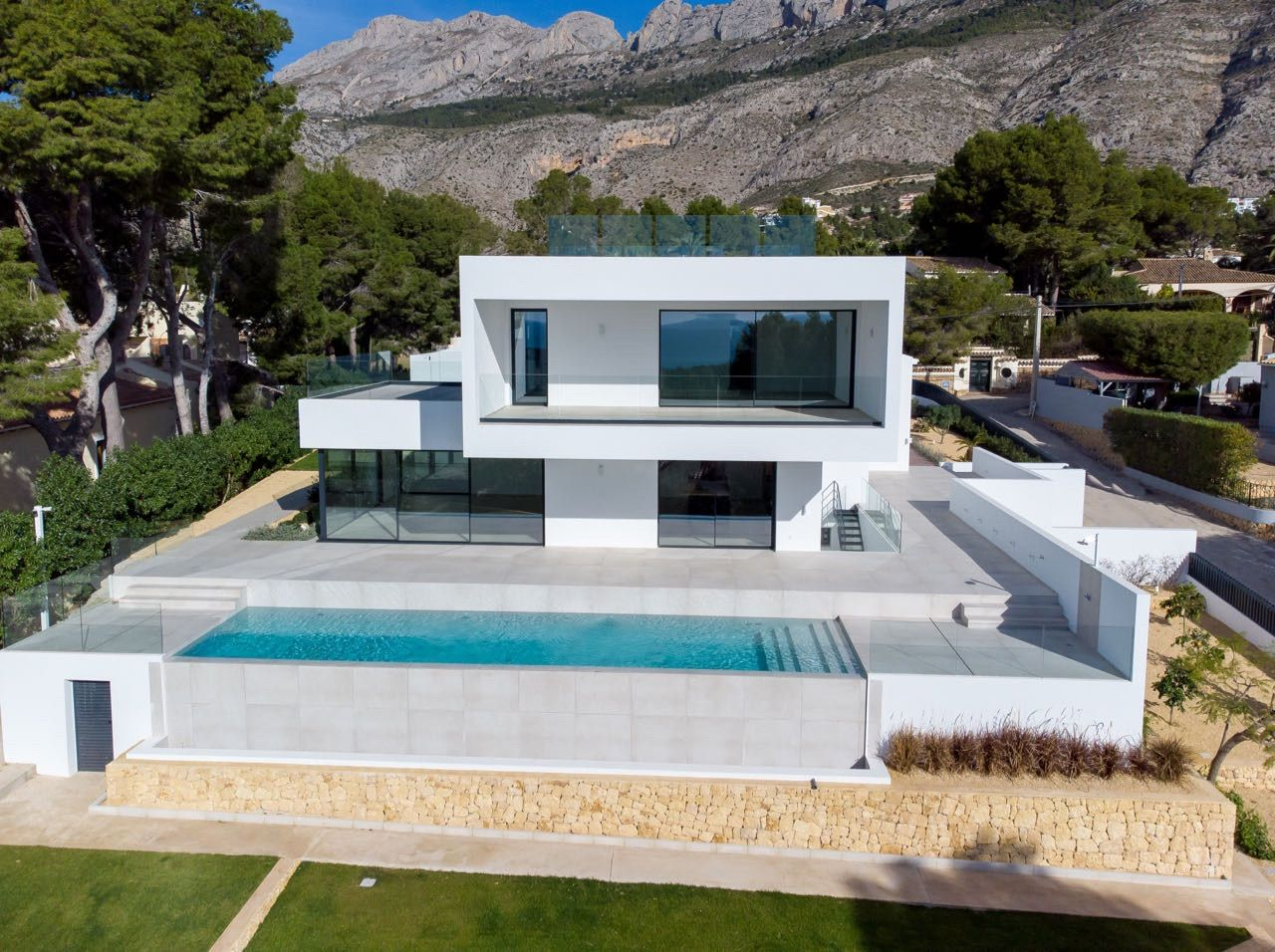 Luxury villa within a few minutes walk to Don Cayo Clubhouse , Altea Hills, Alicante
